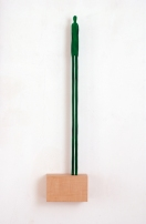 grüne Figur auf Sockel - dezentral